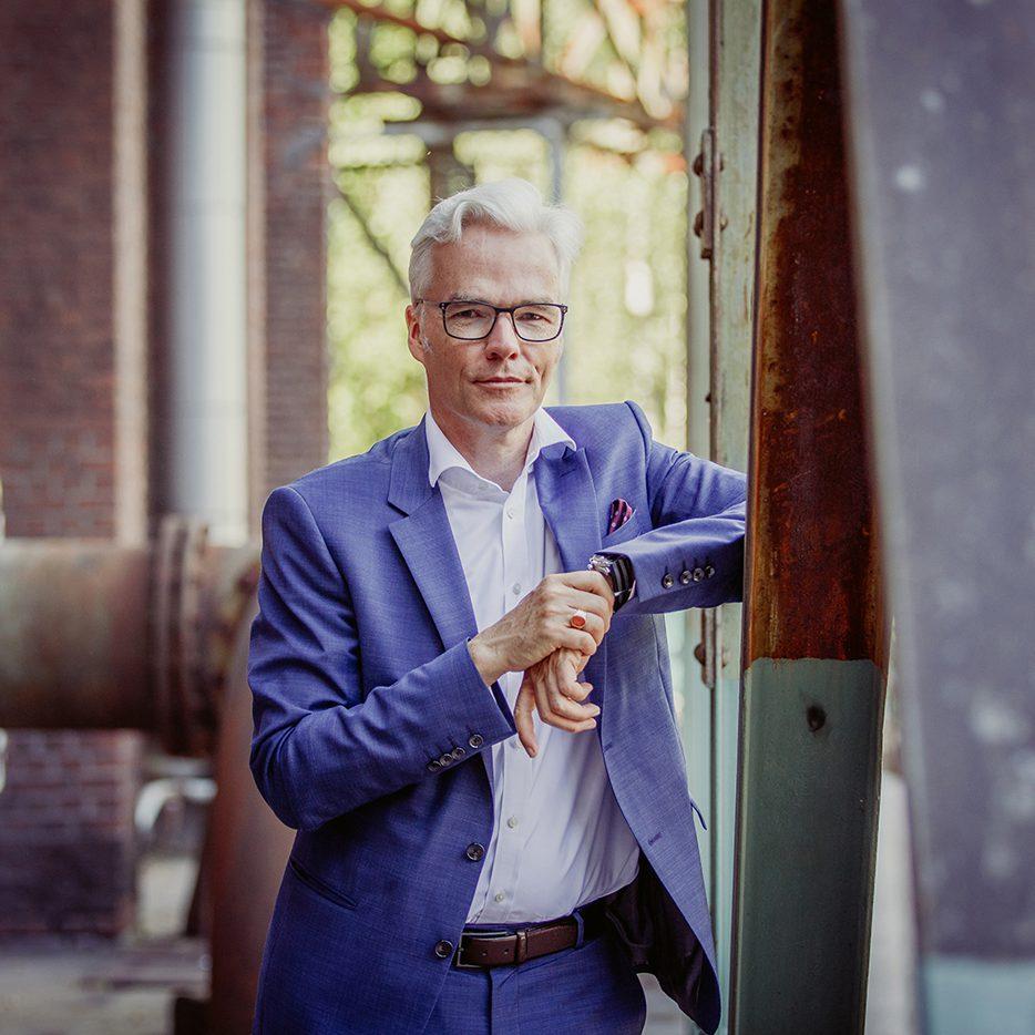 Dr. Sebastian Henneke